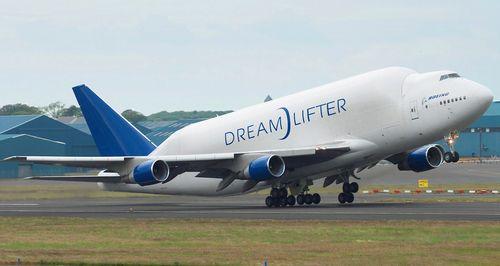 Boeing_747-400LCF_Dreamlifter