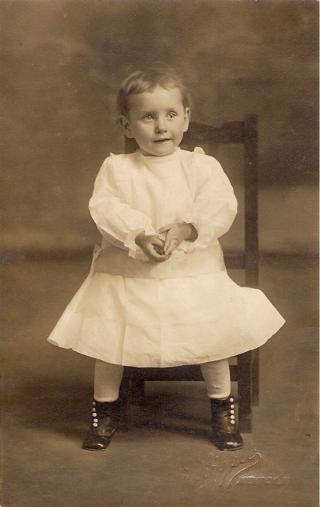 1915 circa - Mother